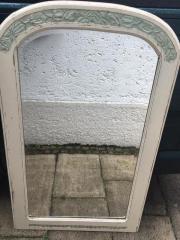 """Shabby Chic Wand Spiegel weiß Ich verkaufe hier einen \""""Shabby Chic\"""" Design Spiegel Die Maße sind 130cmX78cm Die Verzierungen ... 110,- D-81479München Solln Heute, 12:13 Uhr, München Solln - Shabby Chic Wand Spiegel weiß Ich verkaufe hier einen """"Shabby Chic"""" Design Spiegel Die Maße sind 130cmX78cm Die Verzierungen"""