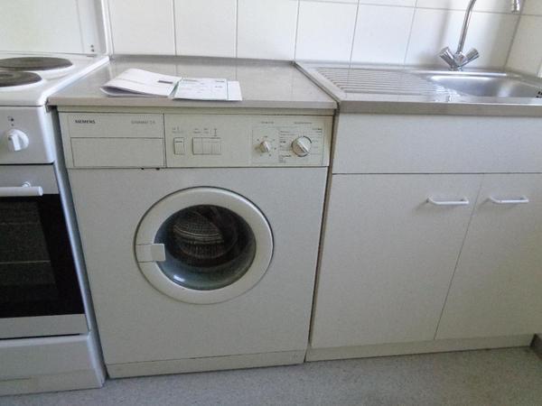 hier eine waschmaschine von siemens die in der einbauk che. Black Bedroom Furniture Sets. Home Design Ideas