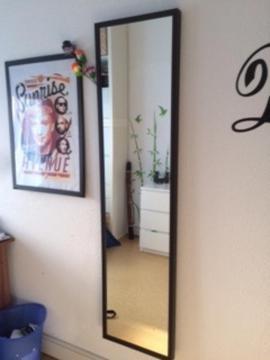 spiegel von ikea schwarzer rahmen. Black Bedroom Furniture Sets. Home Design Ideas