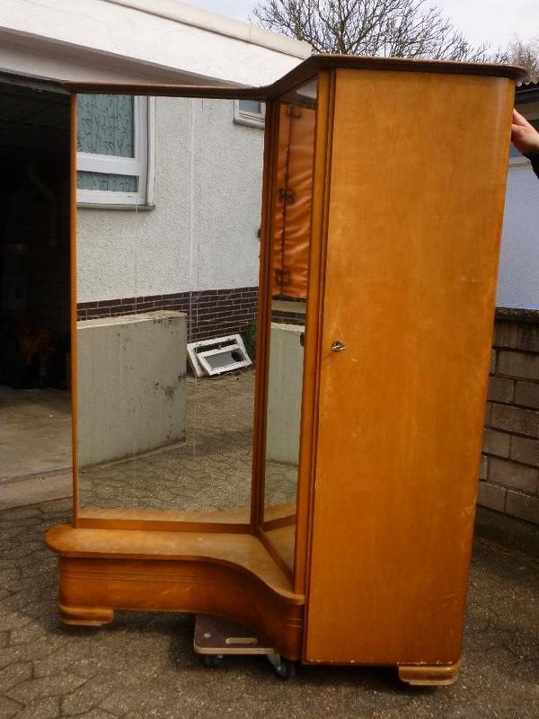 Spiegelschrank zu verschenken in Karlsruhe   Biete kostenlos
