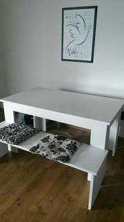 Tisch mit 2