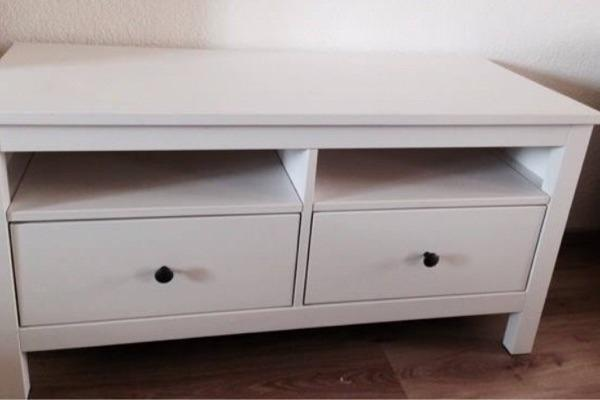 kurzbeschreibung marke ikea produkttyp tv bank modell hemnes tv bank farbe wei. Black Bedroom Furniture Sets. Home Design Ideas