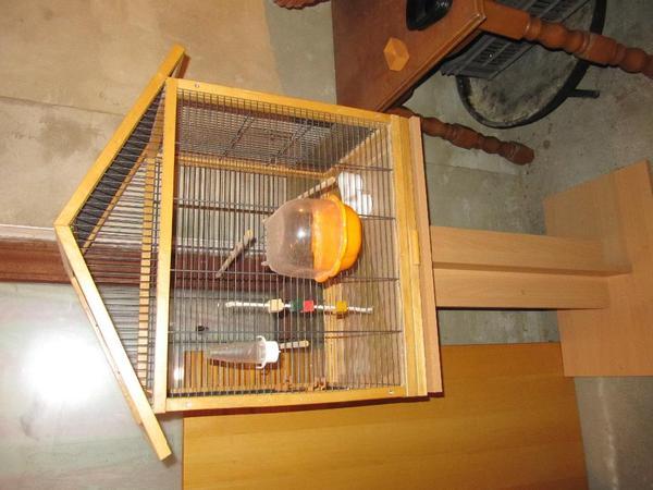 vogel k fig mit st nder aus holz mit zubeh r in weinsheim. Black Bedroom Furniture Sets. Home Design Ideas
