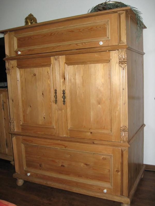 weichholzschrank antiker look in oftersheim. Black Bedroom Furniture Sets. Home Design Ideas