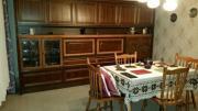 Wohnzimmerschrank, Tisch, Stühle