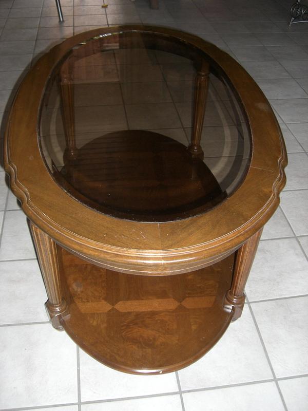 Wohnzimmertisch oval holz mit glasplatte in gro gerau for Wohnzimmertisch quoka