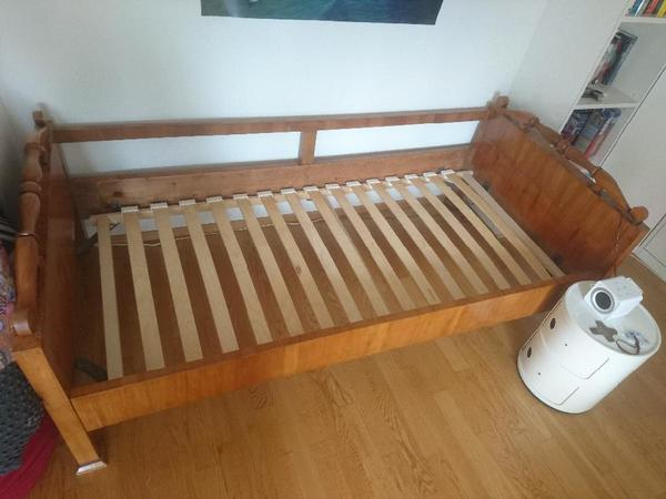 wundersch nes antikes kinderbett in gr nwald sonstige. Black Bedroom Furniture Sets. Home Design Ideas
