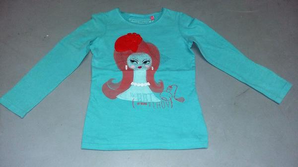 3x T-Shirt Gr. 116 - Bad Vilbel - 3x T-Shirt Gr. 116 sehr gut erhalten aus rauch-und tierfreien HaushaltGraues T-Shirt Saum einwenig umnehen - Bad Vilbel