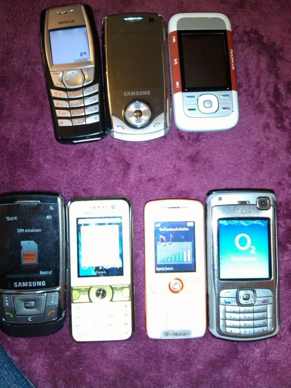 8 gute Handys, Samsungs SGH-900i, Sony K660i, usw. . . funktionieren einwandfrei - Esslingen Zollberg - klassische gute Handys mit Bluetooth, Kamera, Internet, usw. alle laufen gut, nur leichte Gebrauchsspuren z.T. mit Batterie und ladegerät. Alle zusammen nur 130,- nur komplett. Einzeln je 15,- - Esslingen Zollberg