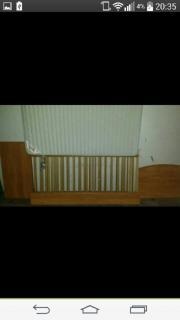 abgebautes Babybett mit