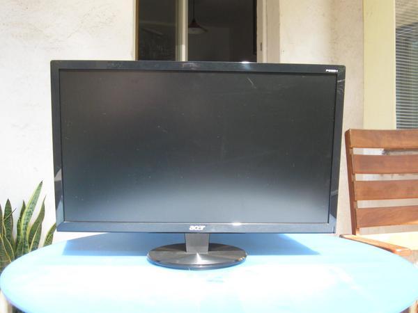 Acer 23 Zoll, Anschlüsse für DVI und VGA - Braunschweig ölper - Acer PC Monitor gebraucht, 23 Zoll, Anschlüsse f. DVI u.VGA. Gerät ist 6 Jahre alt und voll funktionsfähig. Verkauf: Barzahlung bei Abholung. Keine Garantien und Gewährleistungen! - Braunschweig ölper