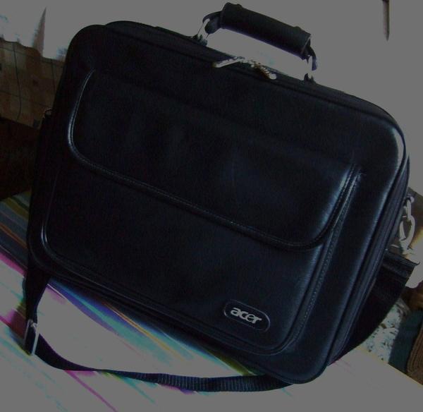 """ACER Laptoptasche für Laptop bis 16"""". Bürotasche. Aktentasche. Tasche. - München Schwabing-freimann - ACER Laptoptasche für Laptop 15"""", 15""""6, 16"""", in einem sehr guten Zustand.Material: Kunstleder. Farbe: schwarz.Maßangaben sind circa Maße von Naht zu Naht:-- Tasche:Breite: 41 cm. Höhe: 31 cm. Dicke: 8 cm. 2 Reißverschlü - München Schwabing-freimann"""