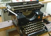 Alte Schreibmaschine ``Ruf``