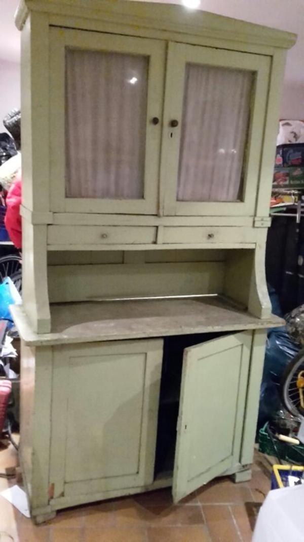 alten küchenschrank aus massiven holz. selbstabholung in