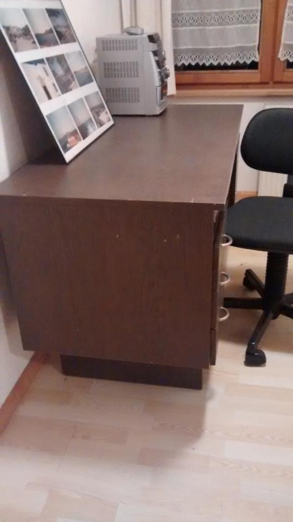 alter schreibtisch inklusive drehstuhl in d ns computerm bel kaufen und verkaufen ber private. Black Bedroom Furniture Sets. Home Design Ideas