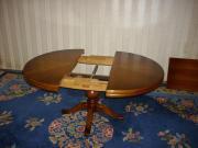 Antiker runder Holztisch