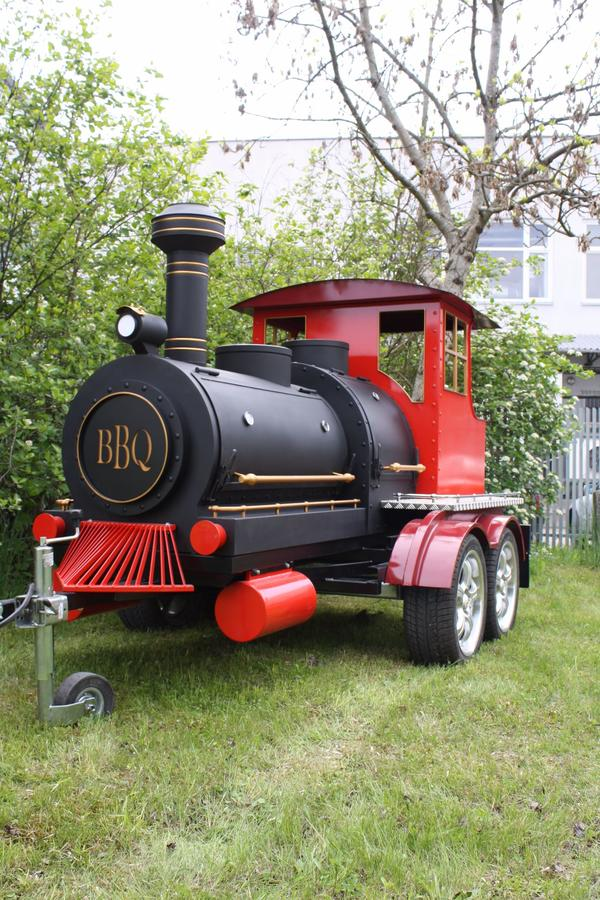 bbq grill bbq train smoker trailer low slow in berlin k chenherde grill mikrowelle. Black Bedroom Furniture Sets. Home Design Ideas