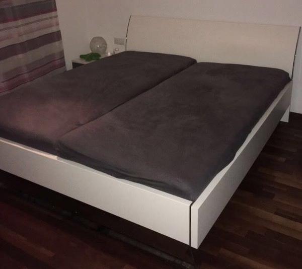 bett mit zwei nachtk stchen in h chst betten kaufen und verkaufen ber private kleinanzeigen. Black Bedroom Furniture Sets. Home Design Ideas