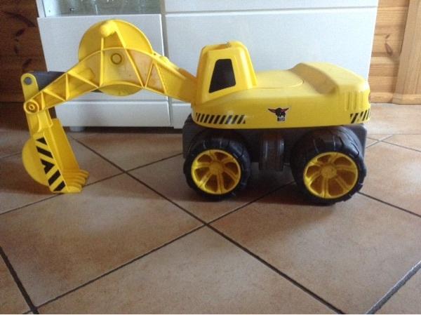 Big Bagger - Mörlenbach - Big Bagger Verkaufe hier einen BIG-Power-Worker Maxi-Digger ist für Kinder ab 3 Jahren geeignet und bis zu 50 kg belastbar. NP 35 für 20 zu verkaufen. - Mörlenbach