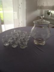 Bowle-Gläser und Behälter