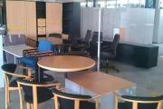 Büromöbel und Bürostuhl