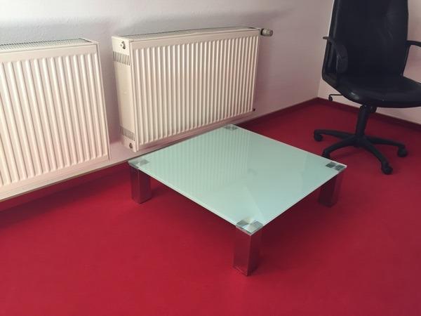 Couchtisch - Neustadt - Fast neuer Couchtisch an Selbstabholer zu verkaufen. Mit stabiler Glasplatte! 80x80 und ca 25 cm hoch. - Neustadt