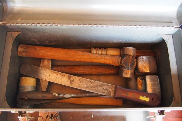 CRAFTSMAN Werkzeugkasten mit div. Werkzeugen, Vintage - 1960 - Nehren - CRAFTSMAN Werkzeugkasten, Vintage aus dem Jahre 1960, mit Inhalt:div. Ausbeulwerkzeug, Hämmer, Feilen, Tacker, Ratsche u. v. m. - Eine besondere Rarität für Sammler, aber ebenso für Praktiker - siehe Fotos!Gesamtgewicht ca. 17 kg !Privatverka - Nehren