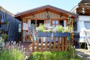 Dauercampingplatz mit Blockhaus (