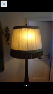 Deckenlampen und Stehlampen verschieden