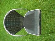 Design Stuhl schwarz Chrom Loch-Blech