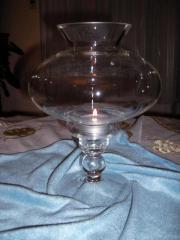 Ein Kerzenständer aus Glas