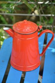 Emaille Kaffeekanne rot schwarze Ränder