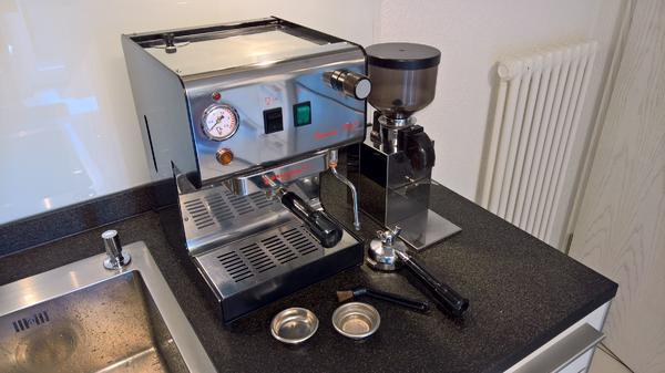 Espresso Siebträger - Brugnetti Simona Top - Karlsruhe - Gepflegte Espresso Siebträger Maschine incl. Mühle günstig abzugeben. Zweikreismaschine im Stile einer klassischen Barmaschine mit professionellen Komponenten. Zubehör: Siebträger für 1 und 2 Espresso, Reinigungspinsel, Blindsieb - Karlsruhe