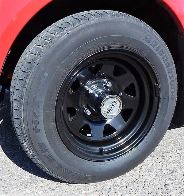 Felgen mit Reifen für Suzuki Jimny / Vitara - Ottersweier - 4x 205/70 R15 Bridgestone Dueler, Profil 7 mm, für Suzuki Jimny/Vitara. Sie erhalten vier neuwertige 5-Loch Dotz Felgen mit Reifen Bridgestone Dueler 205/70/R15, Chromkappen und verchromten Schrauben.Räder sind gewuchtet mit schwarze Gewic - Ottersweier