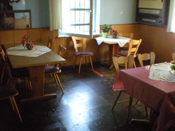 Gaststättenauflösung Tische Stühle Schenke Küche Faßkühler
