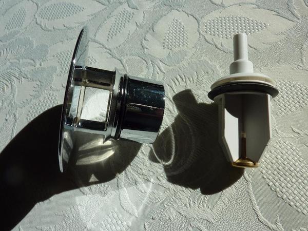 geberit ventil abdeckung mit stopfen art nr 240750211 f r waschtische ohne berlauf in. Black Bedroom Furniture Sets. Home Design Ideas