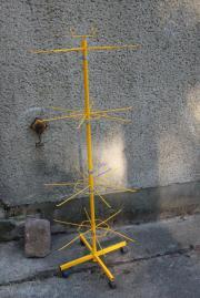 gelbe metallene Verkaufshilfe zur Präsentation