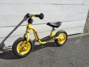 gelbes Laufrad von