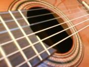Gemeinsam Gitarre spielen/