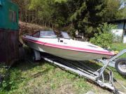 grosses, schnittiges Sportboot,
