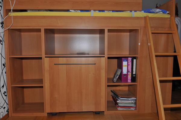 hochbett mit viel stauraum und ausziehbarem schreibtisch. Black Bedroom Furniture Sets. Home Design Ideas
