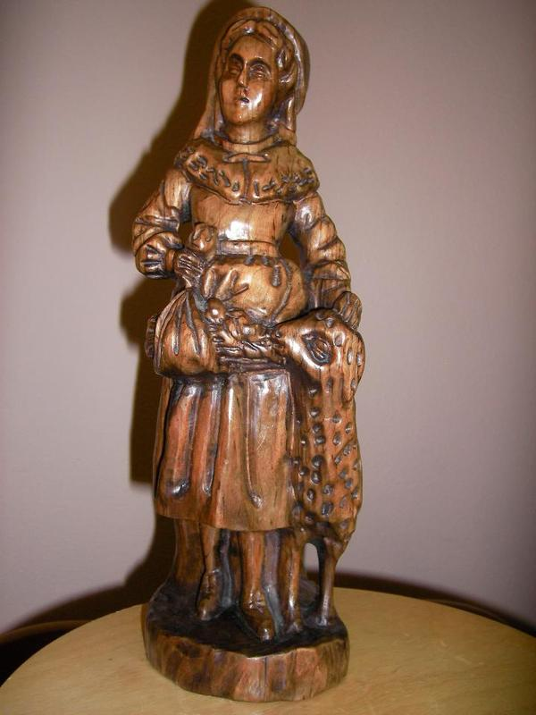 Holz Figur Frau mit Je