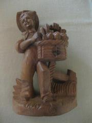 Holzfigur aus massivem