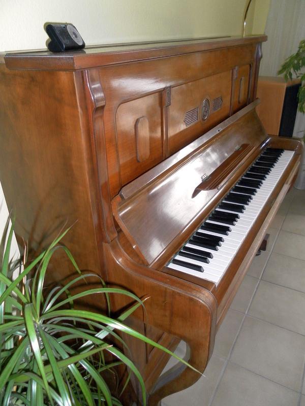 klavier von der ankauf und verkauf anzeigen finde den billiger preis. Black Bedroom Furniture Sets. Home Design Ideas