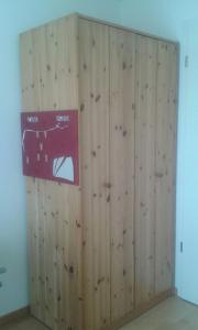 kleiderschrank massivholz haushalt m bel gebraucht und neu kaufen. Black Bedroom Furniture Sets. Home Design Ideas