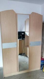 Kleiderschrank + Schreibtisch + Schrank