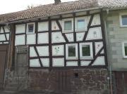 Kleines Fachwerkhaus mitten