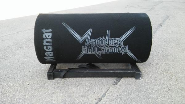 Magnat Bassrolle - Merching - Magnat Bassrolle- Thunder Bull 3000 XL- 900 Watt- 4 OHM / 19-200 HZ- leichte Gerauchsspuren - mit Holzgestell - voll funktionsfähig - nur kurze Zeit benutzt - Merching