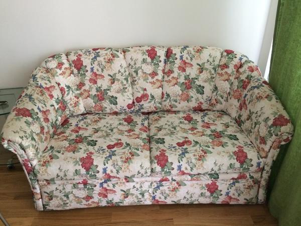 neuwertiges schlafsofa im landhausstil zu verkaufen in berlin polster sessel couch kaufen. Black Bedroom Furniture Sets. Home Design Ideas