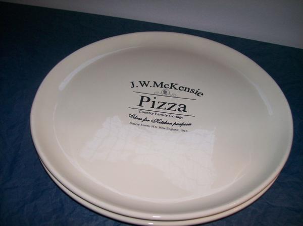 Pizza Teller Neuwertig! - Muggensturm - 2 Pizza Teller, J.W. McKensie, Fast nicht benutzt, 32cm Durchmesser, Es handelt sich um einen Privatverkauf, daher keine Garantie, kein Umtausch und keine Rücknahme. Selbstabholung - Muggensturm